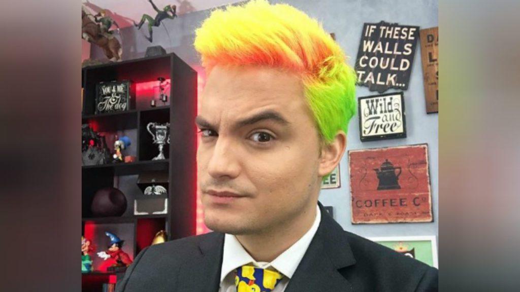 Felipe Neto cabelo colorido